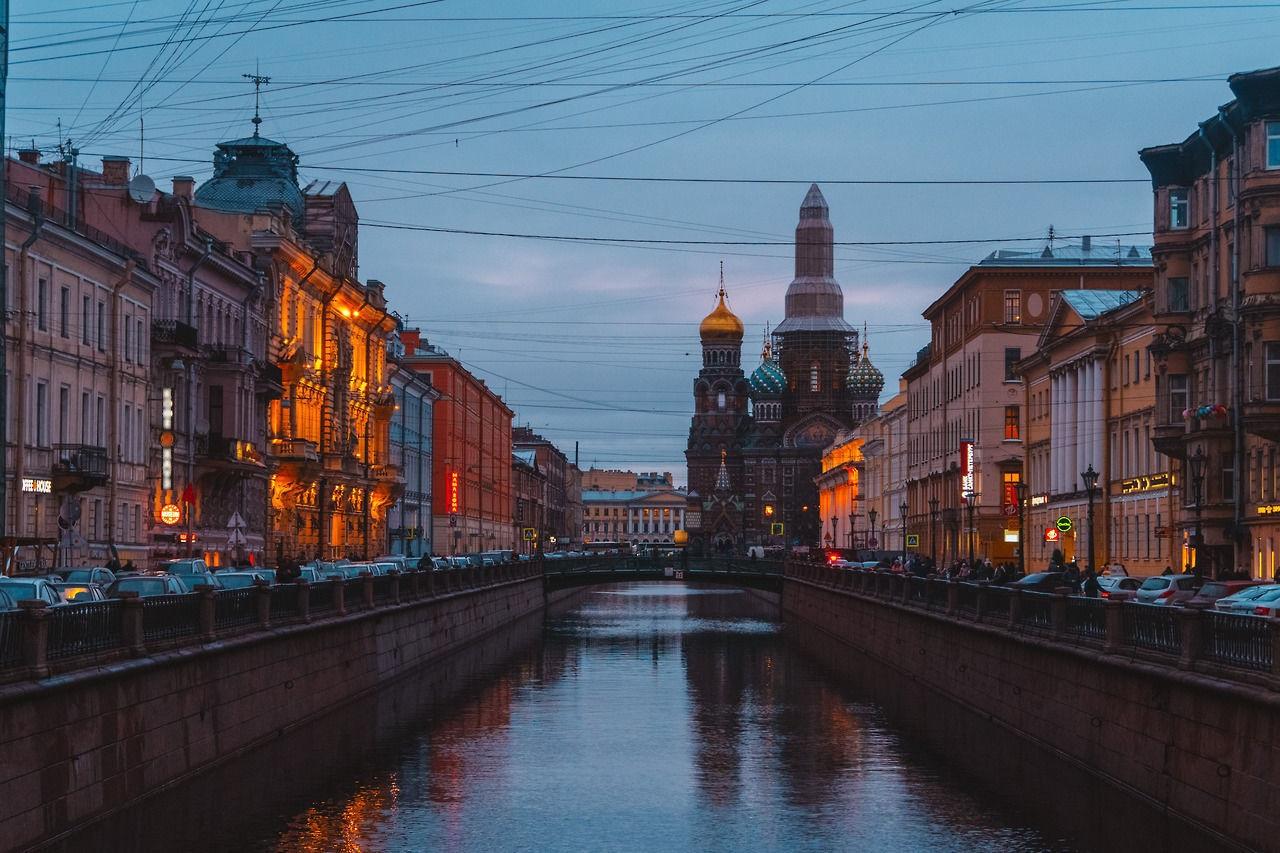 где познакомиться с девушкой в Петербурге